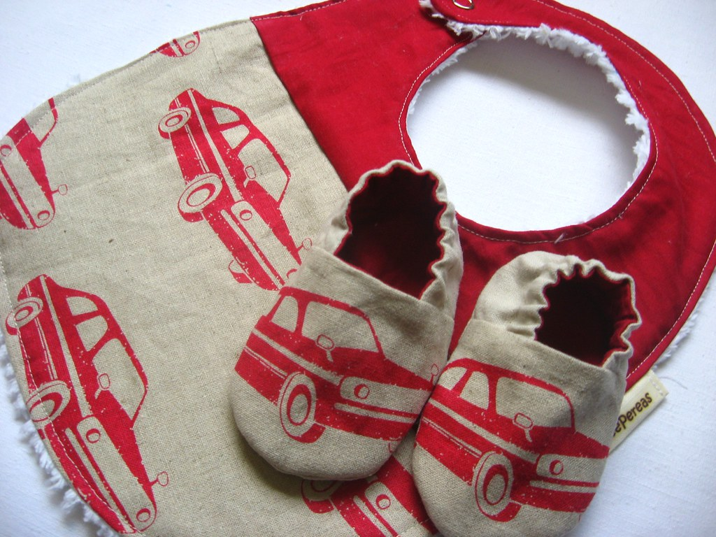 Reversible Baby Shoes and Bib Gift Set, Echino Cars