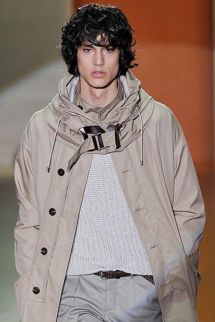Gerrit Kramer3016_SS11_Milan_Gucci(VOGUEcom)