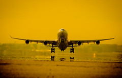 A340 Take off (Weapon X) Tags: madrid sunset sol de airplane airport airbus puesta aeropuerto avion iberia 340 barajas