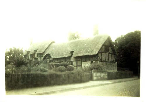 ann hathaway's cottage during the early '40s