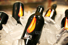 Wanna drink some BURN? (poperotico) Tags: gelo display burn garrafa cocacolacompany pdv energetico voceaceso