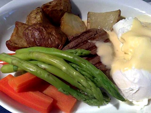 Poached eggs on filet mignon with Hollandaise sauce