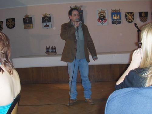 Rich Lyons haciendo su club de la comedia