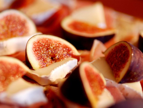 fig camembert bites