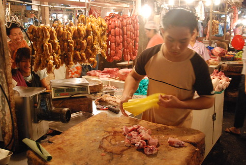 Philippinen  菲律宾  菲律賓  필리핀(공화국) Pinoy Filipino Pilipino Buhay  people pictures photos life  food, man, market, meat,  Philippines, vendor, young Imus, Cavite