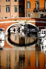 LA NOSTRA VENEZIA...  =o)) (Claudia Gaiotto) Tags: bridge pink italy orange water colors reflections boats ponte tuscany livorno reflexos fossi quartierevenezia bellitalia leuropepittoresque