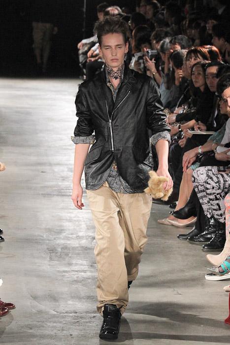 Rutger Derksen3044_SS11_Tokyo_GUT'S DYNAMITE CABARETS(Fashionsnap)
