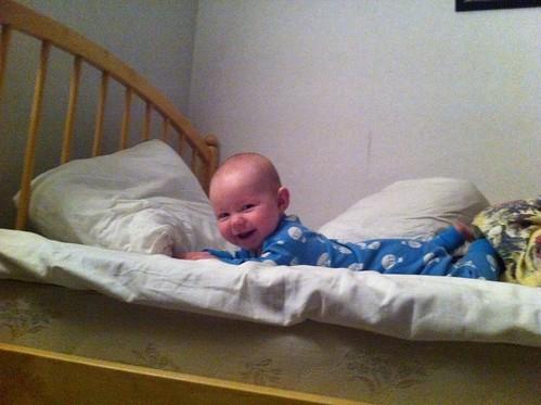 Julie i säng