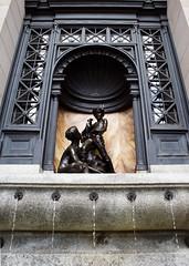Disturbing (Luc Deveault) Tags: canada statue quebec montreal qubec luc photosafarimtl psm120807 deveault lucdeveault