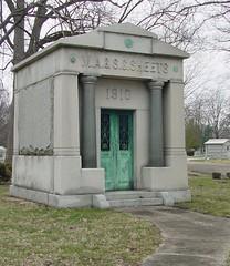 Martin Sheets mausoleum (Rob Robbins) Tags: usa halloween indiana eerie spooky terrehaute highlandlawncemetery robrobbins martinsheetsmausoleum cgth