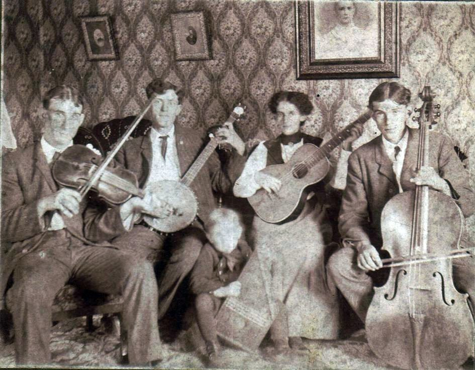 Nellie Iris Anderson with her brothers, William Kohler,  Michael Richard and Rex Anderson with Unknown Fiddler Player
