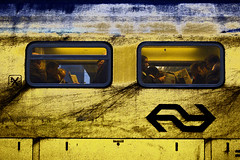 Rush hour (Pieter Musterd) Tags: train photoshop canon newspaper raw ns zug dirty passengers dirt rushhour publictransport trein zeitung courant s90 openbaarvervoer krant cs4 vuil schmutzig reizigers spitsuur pietermusterd colorefexpro30 photoshopcs4 canons90
