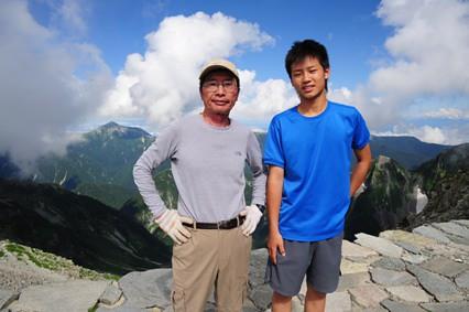 穂高岳山荘、今田英雄さんと(高2、16歳)