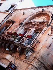 L'amore in Puglia ha il muso storto (trqmgd) Tags: italy italia amore salento puglia italie barocco lecce salentu balcone apulia apulien pouille