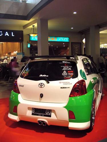 Toyota Yaris (фото)