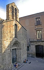 (Andrew E. Larsen) Tags: barcelona shadow musician church spain worship europe cathedral guitar catedral negativespace catalunya digitalrebelxt placeofworship openairmusic papalars lonemusician andrewelarsen