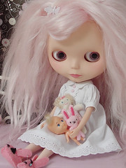 Sweet Dreams (Ragazza*) Tags: pink doll mabel mohair sweetdreams customblythe newbedroom blythestudio melissaanbrowndress simplykirbunnyslippers