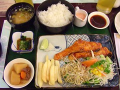 salmon teppanyaki set (Satya W) Tags: food set asian japanese soup miso restaurant rice salmon pim bento teppanyaki teriyaki 2007 taichan 200709