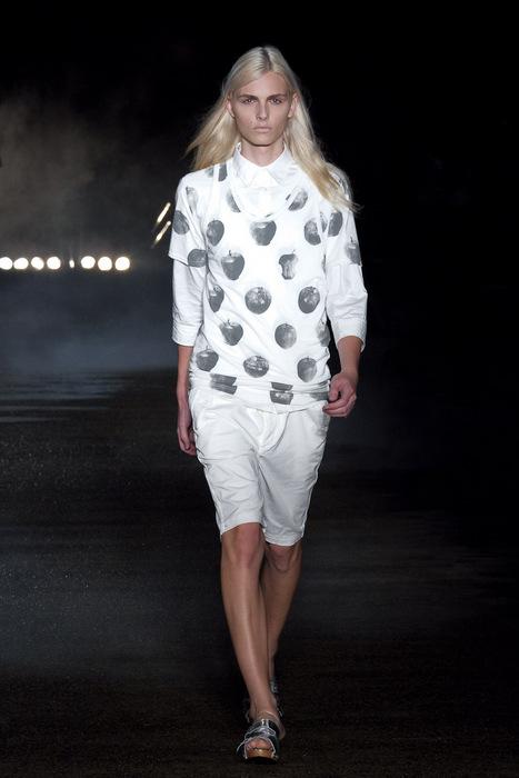 Andrej Pejic3053_SS11_SS11_Tokyo_Davit MEURSAULT(Fashionsnap)
