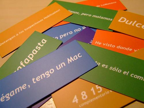Fotografía de todas las tarjetas de colores con los mensajes de los lectores