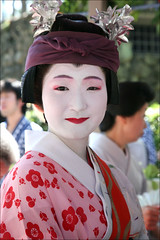 S H I K O M I : Gion Higashi (mboogiedown) Tags: travel summer beauty festival japan asian japanese kyoto shrine asia traditional culture maiko geiko geisha kawaii gion tradition kansai matsuri komachi jinja odori higashi hanagasa yasaka oshiroi discoverkyoto shikomi