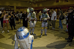 R2-D2 In Trouble Again (Cayusa) Tags: atlanta vacation starwars r2d2 bobafett dragoncon bountyhunters dragoncon2007
