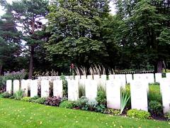 05089 Berlin War Cemetery (golli43) Tags: berlin cemetery germany soldiers westend charlottenburg wargraves secondworldwar britishsoldiers heerstrasse alliedsoldiers