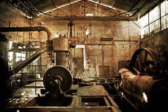 Salle des machines (Ysalis.net) Tags: urban texture abandoned abandon urbanexploration 5d 24mm 2010 urbex abandonné urbanurbex