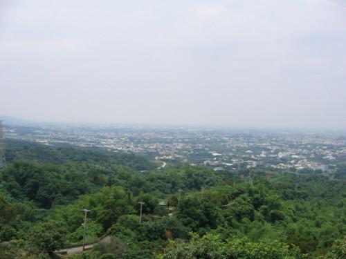 從小嶺頂往下看的景色