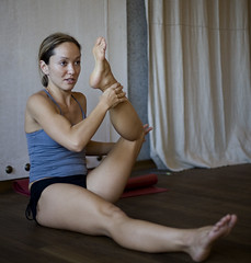 How to open your hips, here is the trick (nathalie booth) Tags: yoga ashtanga nathaliepahudbriquet kinomcgregorashtangaworkshopzrich