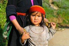 IMG_1158 (GigoloArt) Tags: family cute love girl asian vietnamese daughter mother vietnam holdinghands tribe motherandchild sapa hmong ethnicminority