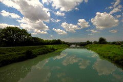 A handful of clouds - Una manciata di nuvole (Robyn Hooz) Tags: bridge italy reflection ex clouds canon river italia nuvole fiume sigma railway wideangle noon polarizer 1020 brenta padova hoya riflesso 77mm mezzogiorno polarizzatore hsm 550d mywinners grandangolare