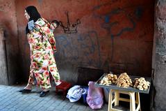 (Vv_7879) Tags: market morocco marocco marrakech medina mercato suq genderroles islamicveil arabianwomen veloislamico streetbiscuits