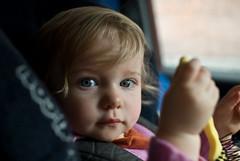 Anna in de auto