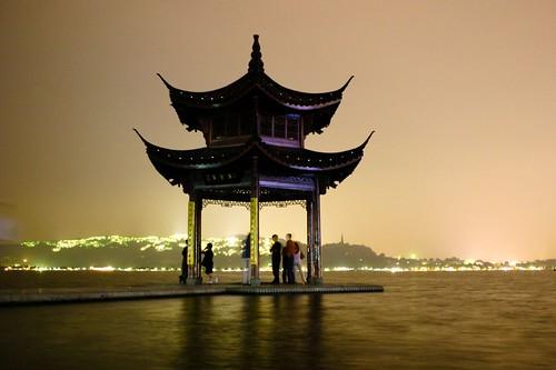 Hangzhou Lakeside Pagoda por m10pfg.