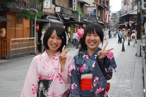 Amiga-chan tachi con yukatas