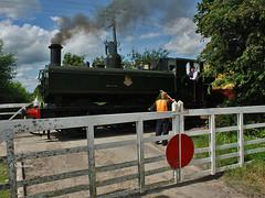 Train at Wainhill Crossing