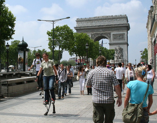 Walking on stilts on the champs élysées