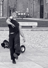 Equilibrismo (EleThinkTank) Tags: boy italy milan milano castellosforzesco piede viso ragazzo palla dipinto giocolieri