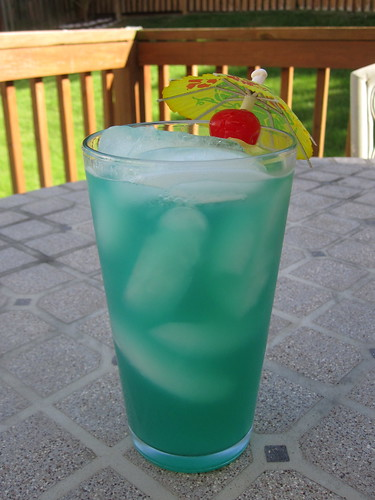 Blue Hawaiian drinks