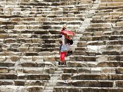 Steps (KurtFML) Tags: sun hot turkey theatre antique trkiye steps fv5 tourists f30 marble umbrellas 5for2