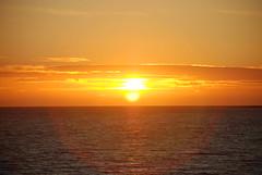 Sunset - Tylsand, Sweden (Andie Vallon) Tags: sunset summer sky water heaven sweden himmel sverige vatten halmstad tylsand sommar solnedgng moln solen horisont
