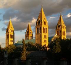 Pécs, Székesegyház (.e.e.e.) Tags: city church architecture town hungary searchthebest olympus pécs e400 olympuse400 abigfave travelerphotos goldenphotographer ysplix coolestphotographers thegardenofzen