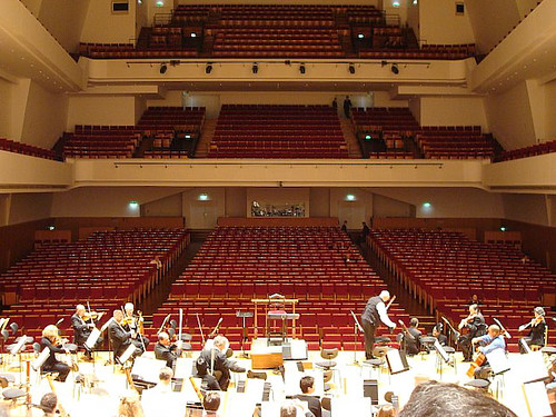 Warming up at the Salle Pleyel