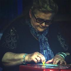 co-Stretta a grattare (silvia lor) Tags: woman rome roma donna nikon silvia lotteria premi grattaevinci scratchcards d3000 lor silvialor