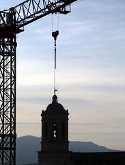 OBRAS EN LA CATEDRAL (juanluisgx) Tags: city urban tower spain torre cathedral crane catedral ciudad girona urbano catalunya grua gironapromenade