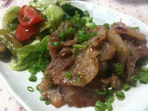 #jisui 豚ロースを味噌味焼豚にしたぜー。昼から贅沢だあ!安いけどな!