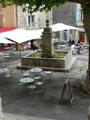 fontaine de Gordes.jpg
