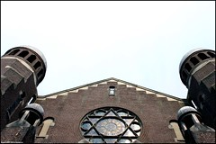 Synagogue   Synagoge (Dit is Suzanne) Tags: window netherlands architecture centre nederland synagogue synagoge groningen centrum architectuur raam eosdigitalrebel folkingestraat     views200  travelerphotos ditissuzanne img7096 sigma18125mm13556 09062007 geo:lat=53214681 geo:lon=6565125
