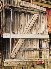 The Old Barn Door at Marmora (bill barber) Tags: door ontario barn contrast port manipulated puerto gate  shed entrance rake porto filter entryway elements saturation porta antiques tor tr entre deur antiquestore entranceway antiqueshop photoshopelements drr dr marmora  pforte kapija ajt driveshed mywinners mporte